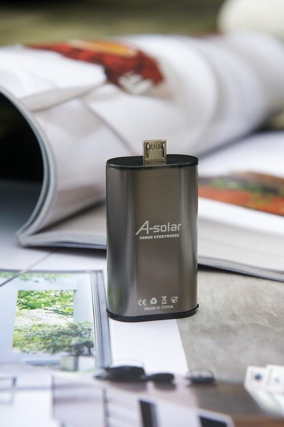 Самый маленький внешний аккумулятор в мире Xtorm Micro Power Plug (Samsung, HTC, Nokia)